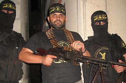 Photos gênantes pour les autorités turques, la délégation turque des «militants de la paix» du Viva Palestina 5 pose en armes aux cotés des terroristes du Djihad islamique dans la bande de Gaza.