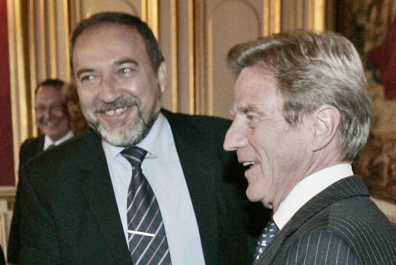Avigdor Lieberman donne une leçon d'histoire à Bernard Kouchner
