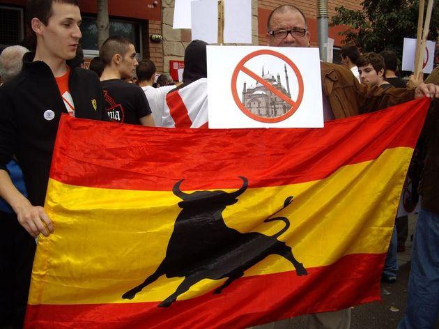 Espagne : les citoyens de Badalona descendent à la rue pour protester contre un projet de mosquée