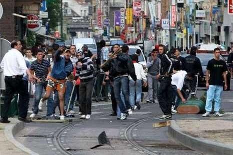 Emeutes, pillages et chaos en France : comment meurt une société par Guy Millière