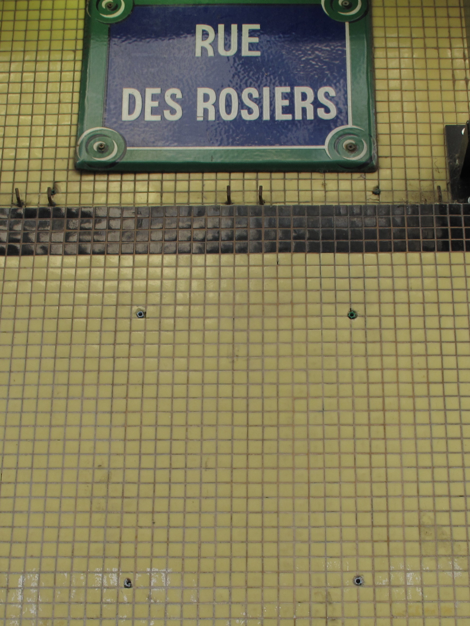 Rue des Rosiers, suite : vol ? « disparition » opportune ?