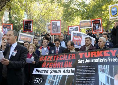 Turquie: les journalistes dénoncent les menaces du gouvernement