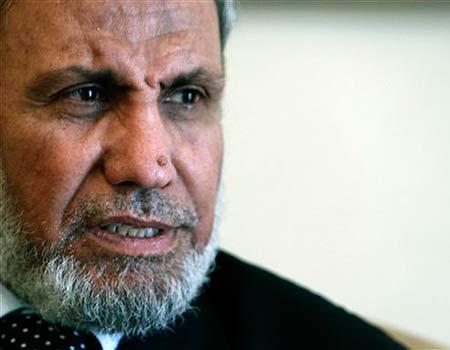 Mahmoud al-Zahar, négationniste et porte-parole du Hamas, nie en bloc la Shoah, mettant ses bottes dans les traces d'Ahmadinedjad.