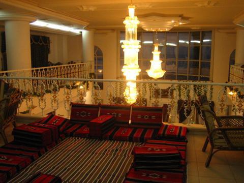 Vidéo: Grand hôtel et restaurant de luxe à Gaza