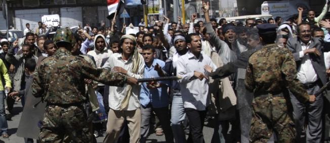 Des manifestants yéménites marchent sur le palais présidentiel