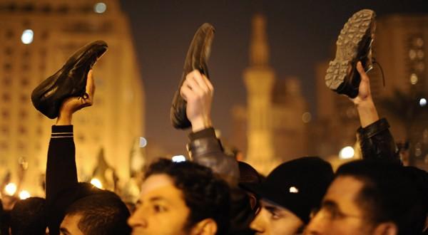 Révoltes arabes : L'indice du lancer de chaussure