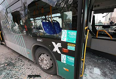 Désinformation du journal Le Monde : l'attentat contre le bus israélien ne suffisait pas, il leur fallait, en plus, mentir !