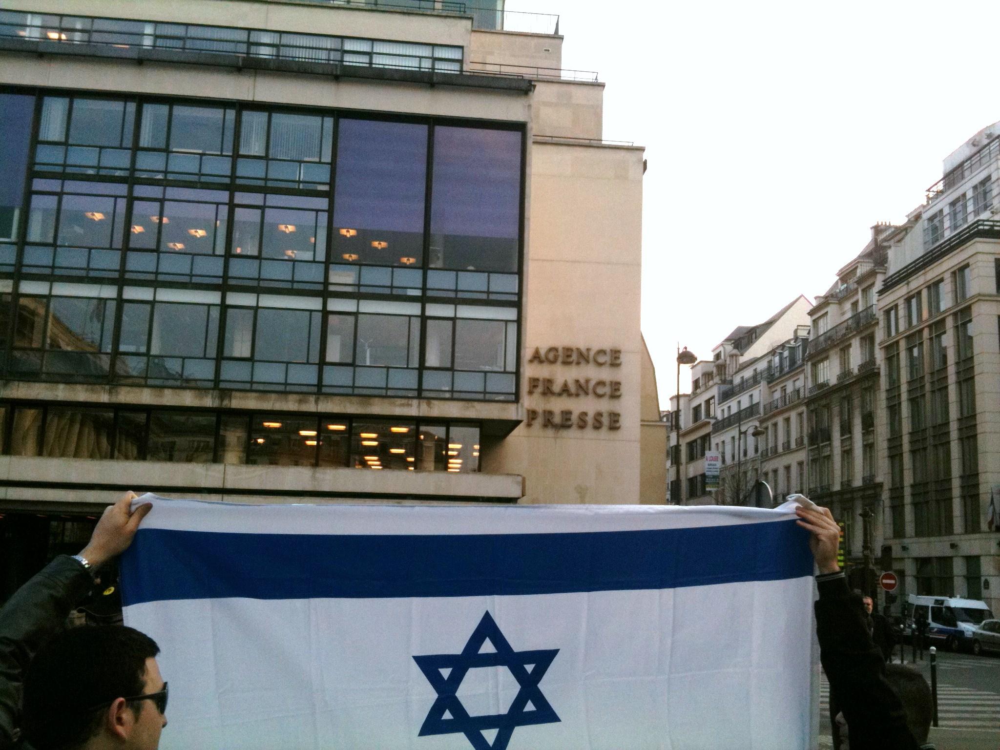 Manifestation de protestation contre la désinformation devant l'AFP – 28 mars 2011