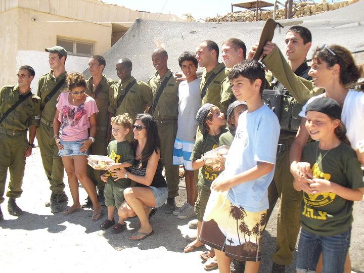 Une belle initiative: TSAHAL-PIZZA, au quotidien, assure le soutien des soldats des unites combattantes d Israel.