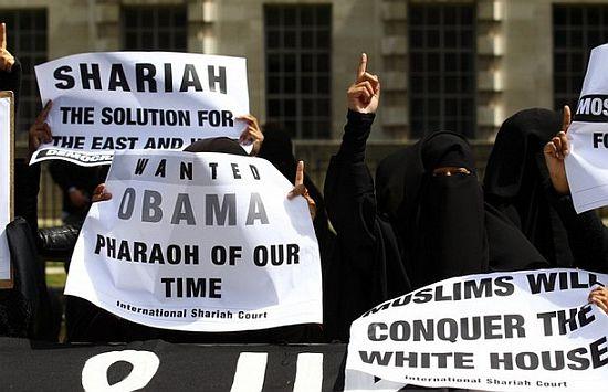 Vidéo: Londres : Les musulmans manifestent contre la visite de Barack Hussein Obama en Angleterre