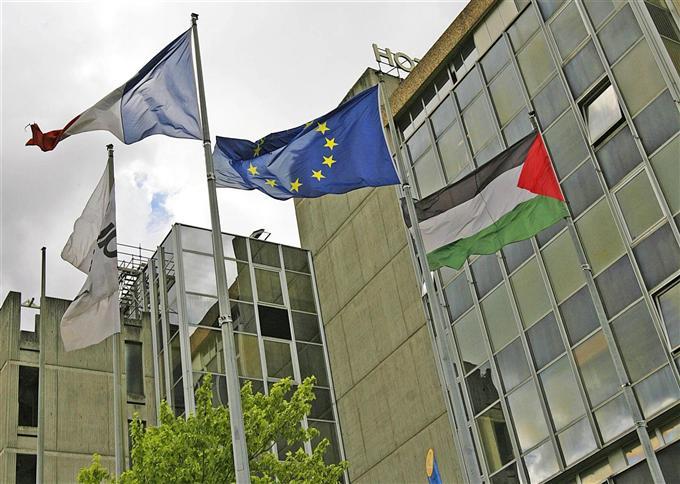Ain: Un drapeau palestinien à l'hôtel de ville : le préfet saisit la justice