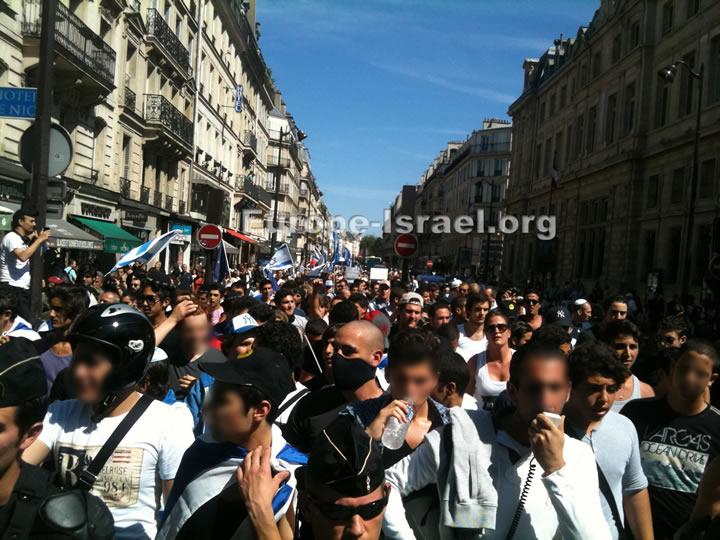 Vidéo: Grande manifestation Europe Israël pour Guilad Shalit ! 1500 personnes défilent rue de Rivoli !