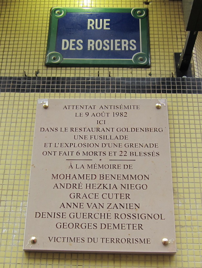 plaque commémorant l'attentat de la rue des rosiers 9 juin 1982