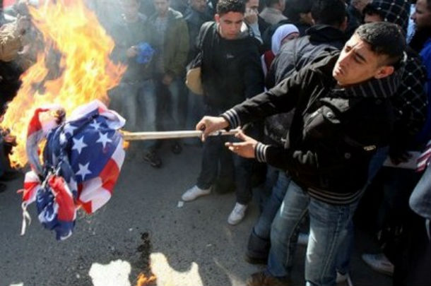 Les forces israéliennes en alerte maximale en cas d'émeutes palestiniennes anti-américaines menées par le Hamas.