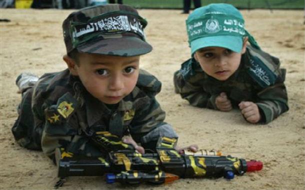 Vidéo: Enfants endoctrinés par le Hamas. UNICEF, SAUVEZ CES ENFANTS !