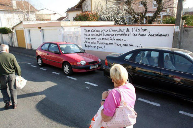 Scandaleux ! A Tarbes, un mur tagué à la gloire du tueur Mohamed Merah