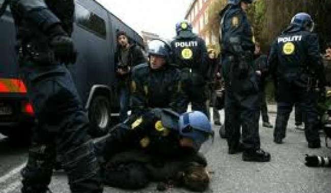 Vidéo: Le Danemark ose s'indigner alors que la police danoise frappe ses propres manifestants…