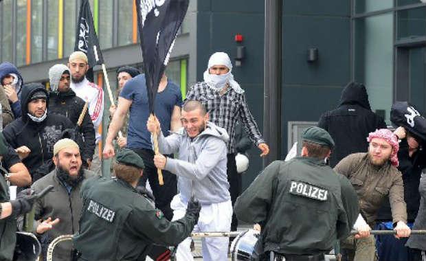 Vidéo: violente manifestation musulmane en Allemagne