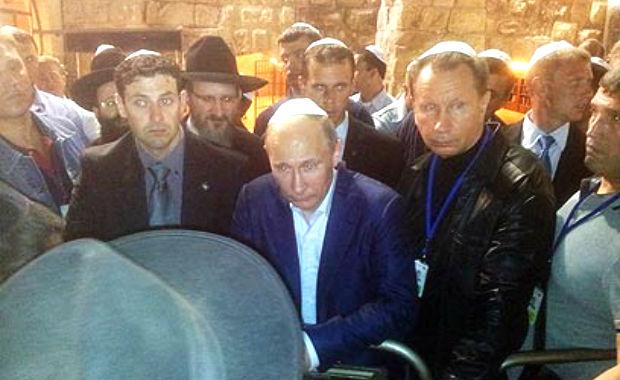 Poutine, de visite en Israël, dénonce les tentatives de déjudaïsation de Jérusalem par les palestiniens et l'UNESCO