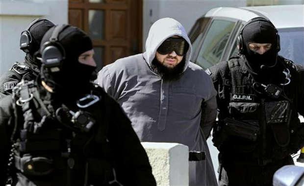 Opérations antiterroristes en France : une dizaine de salafistes arrêtés et un homme tué à Strasbourg