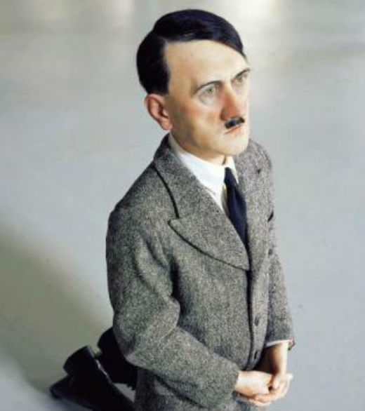 En ce moment Hitler prie à genoux dans le ghetto de Varsovie