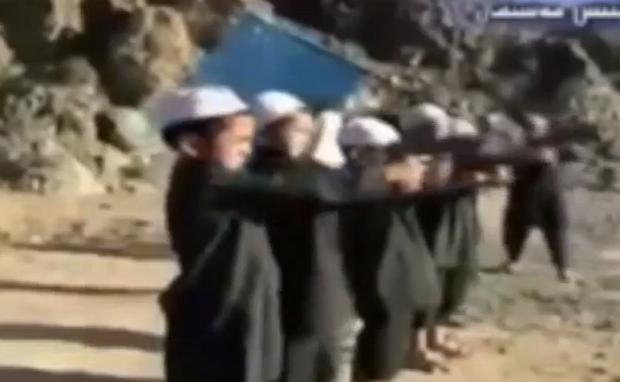 Vidéo: Scoop ! Al Qaïda entraine des enfants jihadistes