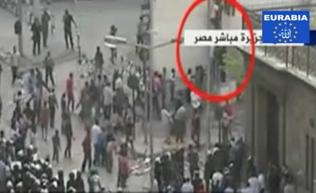 Vidéo: La Cathédrale du Caire attaquée par les islamistes avec l'aide de la police !