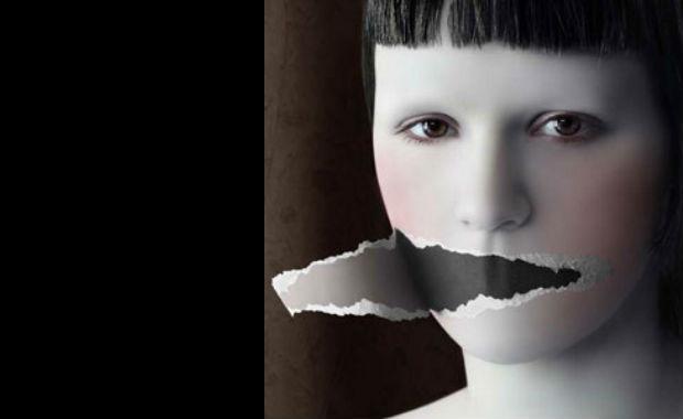 Action pour demander une législation spécifique sur un « droit de réponse artistique » en raison de la recrudescence des expositions de propagande