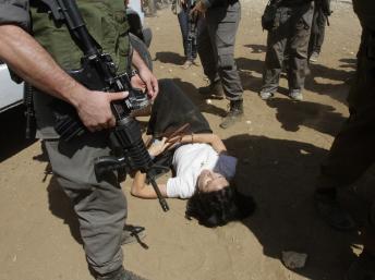 Israel: Marion Fesneau-Castaing de l'ambassade de France se ridiculise et se donne en spectacle