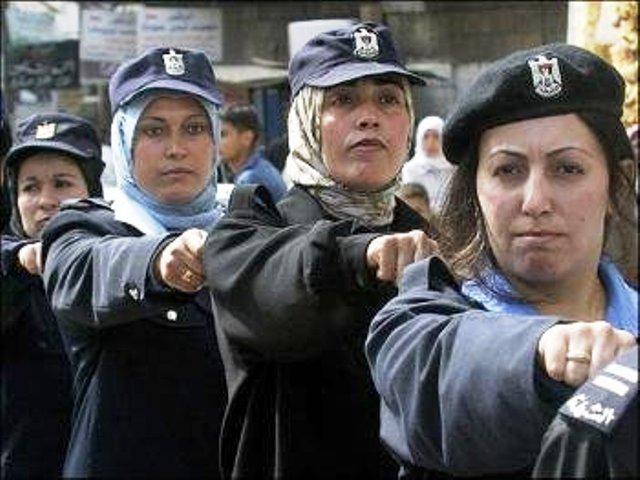 Gaza : Les «Sisters» du Hamas, s'exercent au tir «de précision» avec pour cible une Etoile de David géante. (Vidéo)