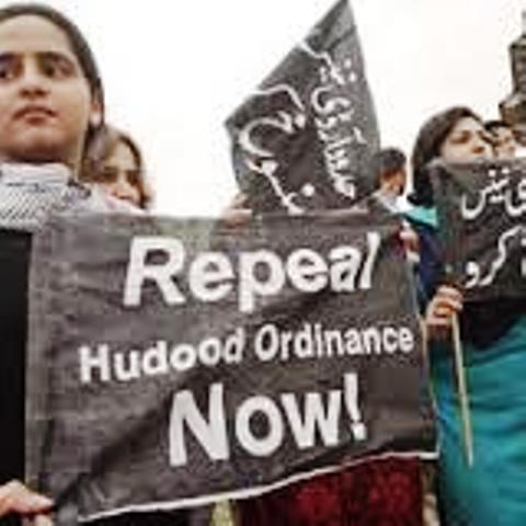 Les Droits de la Femme et la Charia :  Le Conseil de l'Idéologie Islamique Cautionne le viol au Pakistan