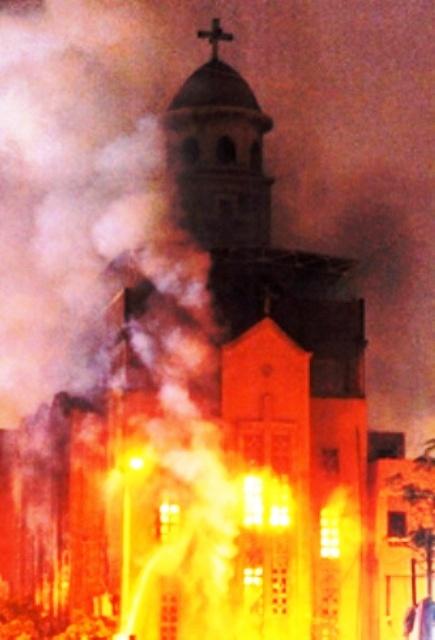 Exploiter la persécution des chrétiens par les musulmans pour diaboliser Israël : C'est ce que fait un universitaire britannique dans la revue 'Daily Beast'