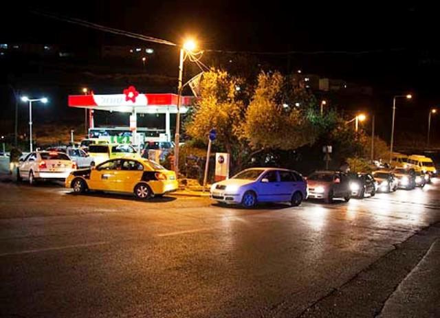 Apartheid ? La rigolade! Des milliers d'arabes se ravitaillent librement  en carburant dans  les stations israéliennes…
