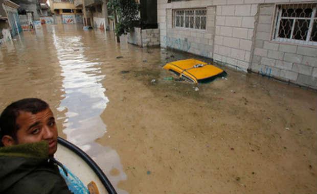 Les méchants israéliens aident leurs pires ennemis… Israël apporte son aide à la bande de Gaza pendant la tempête !