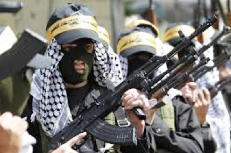 Le double jeu du Fatah : Abbas simule la modération, tandis que les cadres du Fatah se préparent à la «lutte armée» contre Israël.