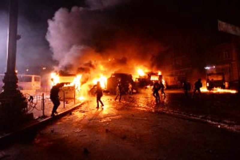 Le Grand Rabbin d'Ukraine exhorte les Juifs à fuir Kiev après une attaque contre des étudiants.