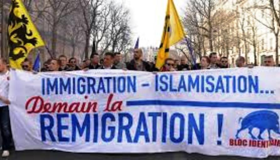 A l'appel de RR, RL, Reconquête, la manifestation de dimanche, réclamant un référendum sur l'immigration a rassemblé 1500 personnes.