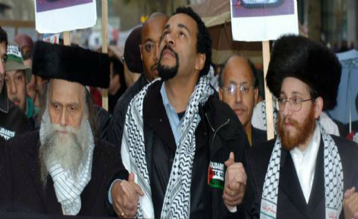 Les Neiturei Karta, secte orthodoxe soutenant Dieudonné, déguisés en terroristes du Hamas à un mariage à Jérusalem
