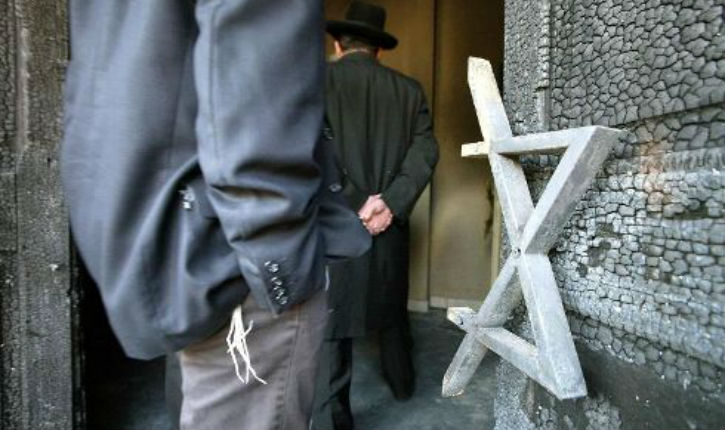 La chasse aux juifs est ouverte: 2 Juifs attaqués par 2 maghrébins devant la synagogue de Créteil