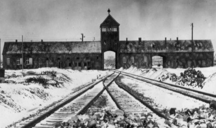 Devait-on bombarder Auschwitz ?  1944 – désaccords entre historiens, par André Charguéraud