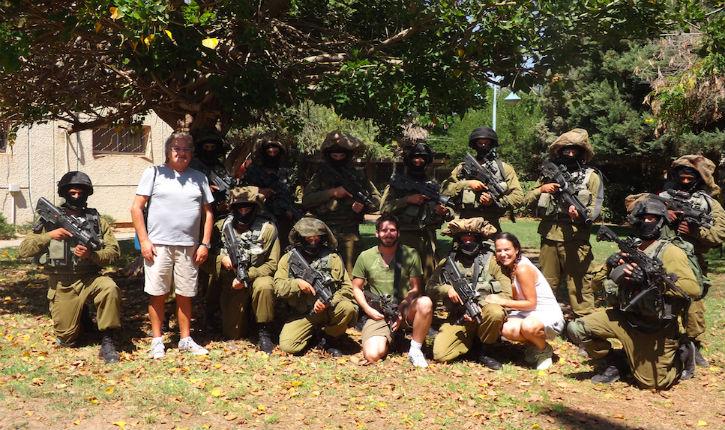 Photos/Vidéo: donateurs, les soldats vous remercient pour votre aide… Ils ont dansé !