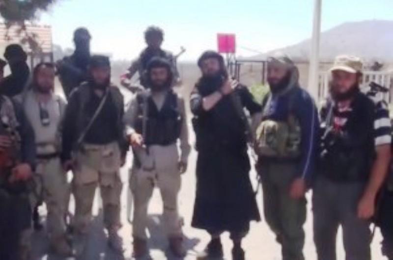 Djihadistes syriens, s'emparant des hauteurs du Golan et des points de passages frontaliers .(Vidéo)
