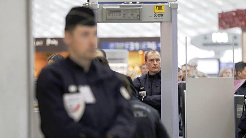 Le retour en France des trois djihadistes présumés vire au fiasco (TV)