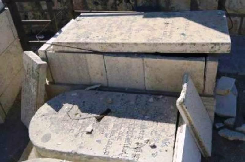 Les arabes désacralisent une fois de plus le cimetière du Mont des Oliviers