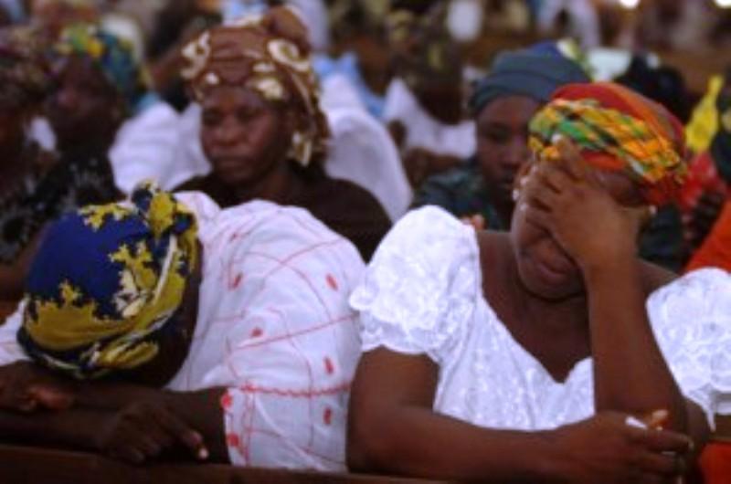 Nigéria : Les musulmans font irruption dans deux églises et assassinent 31 chrétiens en prière.