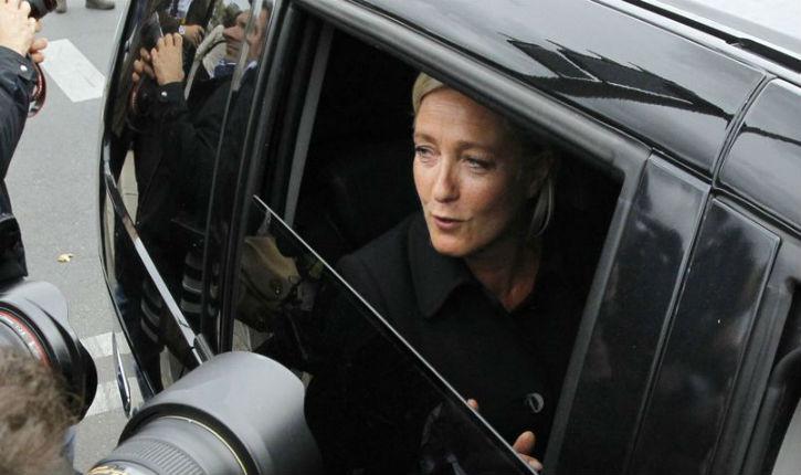 Intifada française : Marine Le Pen caillassée par une bande de 'jeunes'