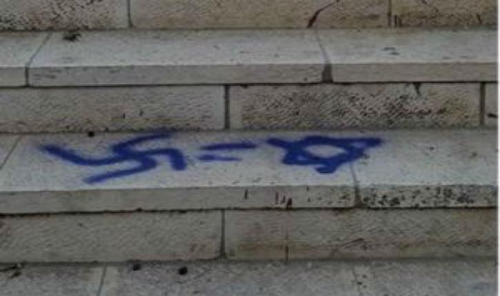 Jusqu'à quand ? Des musulmans peignent des croix gammées sur le Mont du Temple !