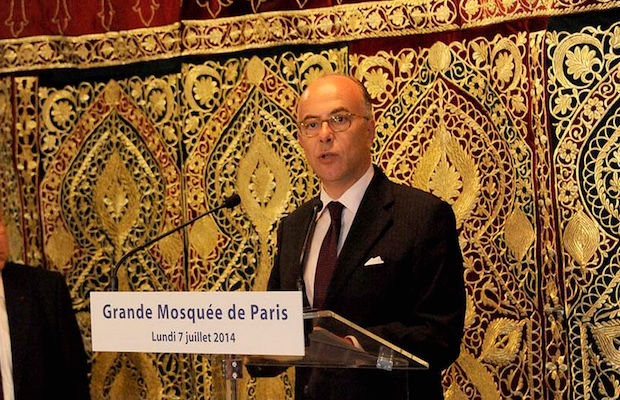 Bernard Cazeneuve : « Les groupes terroristes ont abandonné les valeurs de l'islam » (vidéo)