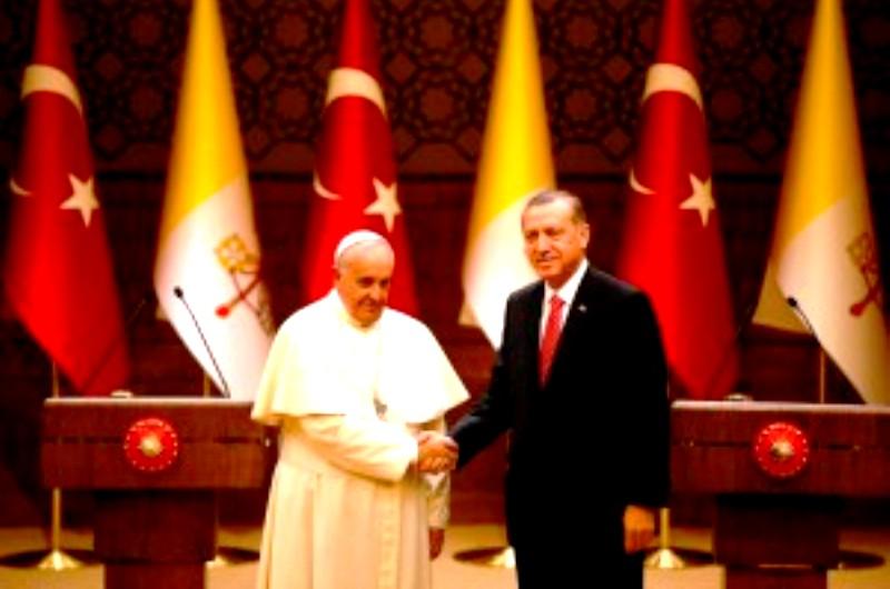Toujours à côté de la plaque : Le Pape lance un appel pour combattre la faim et la pauvreté, comme solution au recrutement des djihadistes….
