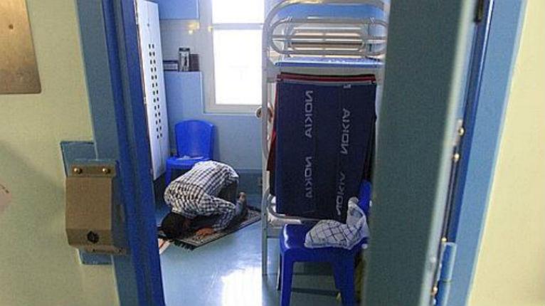 Prison d'Osny – Programme de «déradicalisation»: massages, thérapie avec des animaux et 15.000 € de cours d'escrime pour 18 djihadistes